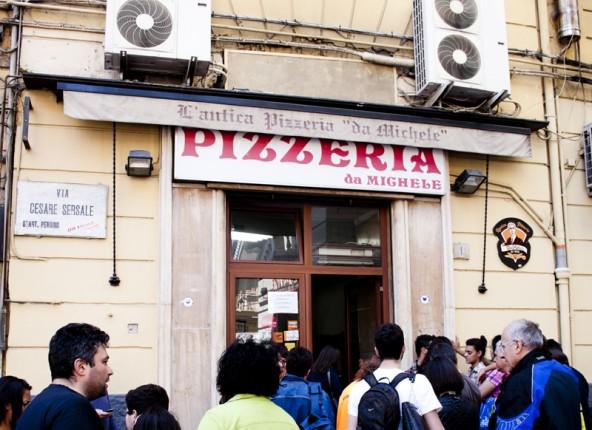 pizzeria-da-michele-napoli-1-592x430